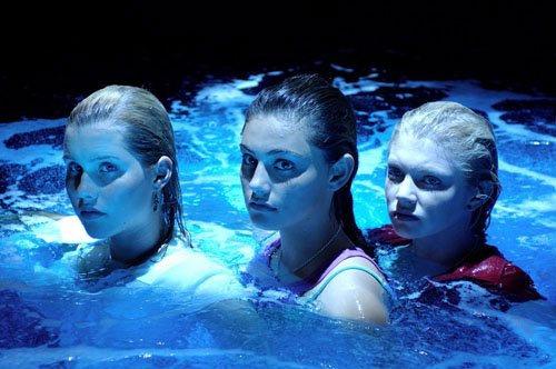 Описание: представляем вашему вниманию сериал канала никелодеон h2o: просто добавь воды 1 сезон