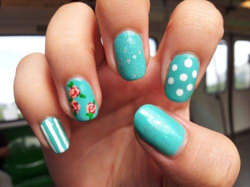 Бирюзовые рисунки на ногтях