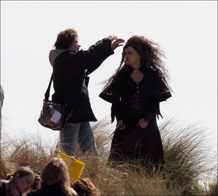 Hermione Jean Granger n 19 de septiembre de 1979 es una bruja hija de muggles El Sr y Sra Granger son dentistas en el mundo muggle A los once años descubrió